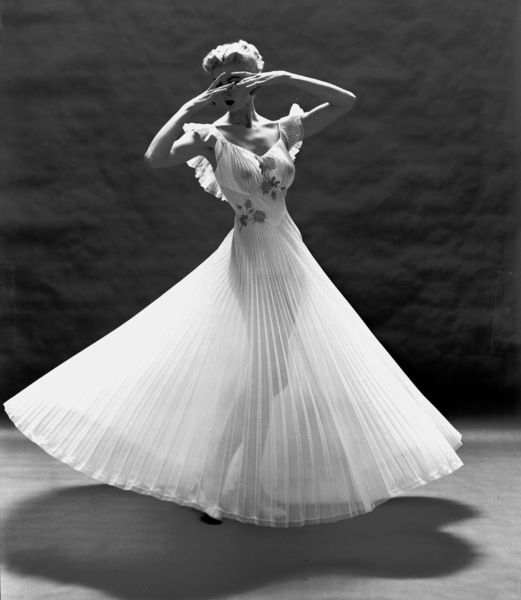 """""""Fashion""""Model wearing a Vanity Fair gown1952 © 2000 Mark Shaw - Image 3956_0868"""