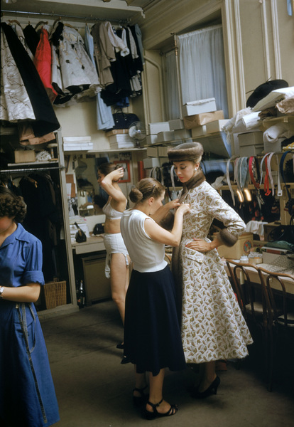 Models backstage at the Pierre Balmain Couture show in Paris, France 1954 © 2005 Mark Shaw  - Image 3956_0938