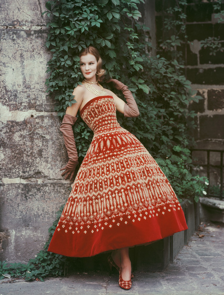 "Dorothy Tristan wearing the Dior ""Soiree cubaine"" dress (Autumn-Winter Haute Couture collection, Y line)1955© 2013 Mark Shaw - Image 3956_0988"