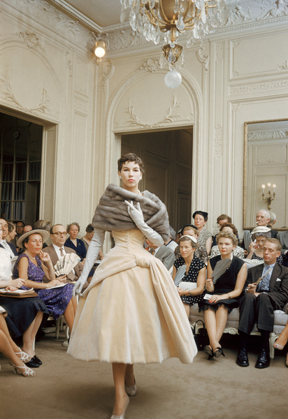 """Dior fashion model Victoire wearing the """"Curacao"""" dress (Autumn-Winter Haute Couture collection, H line)1954© 2013 Mark Shaw - Image 3956_1069"""