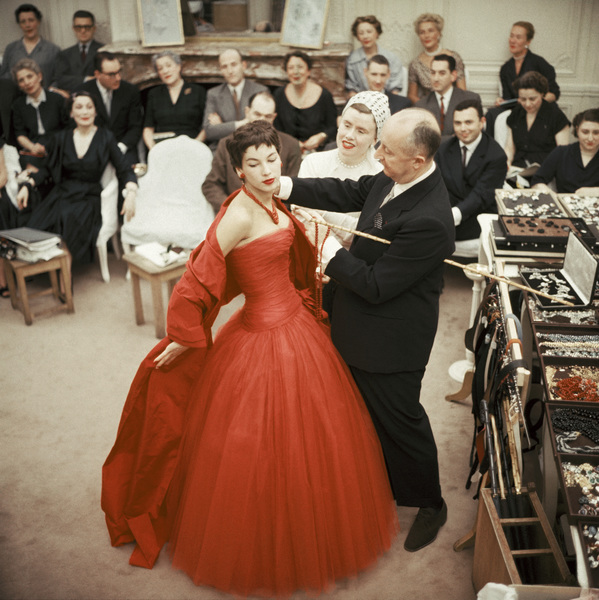 """Christian Dior with fashion model Victoire wearing the """"Zaire"""" dress (Autumn-Winter Haute Couture collection, H line)1954© 2013 Mark Shaw - Image 3956_1079"""
