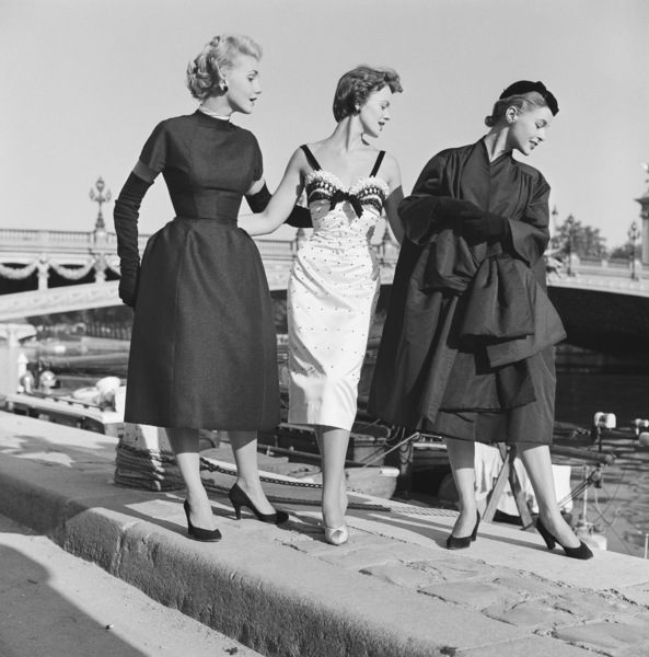 "Dior fashion models stroll the Seine in Paris wearing ""Coupole,"" ""Nuit Blanche,"" and ""Florentine"" ensembles (Autumn-Winter Haute Couture collection, Vivante line)1953© 2013 Mark Shaw - Image 3956_1091"