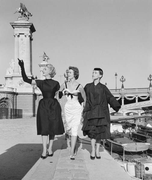 "Dior fashion models stroll the Seine in Paris wearing ""Coupole,"" ""Nuit Blanche,"" and ""Florentine"" ensembles (Autumn-Winter Haute Couture collection, Vivante line)1953© 2013 Mark Shaw - Image 3956_1092"