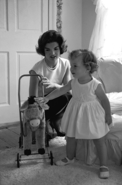Jacqueline Kennedy and Caroline Kennedy at Georgetown 1959 © 2000 Mark Shaw - Image 4027_0053