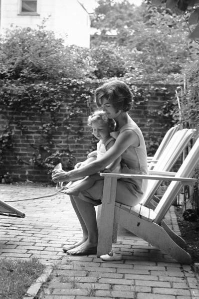 Jacqueline Kennedy and Caroline Kennedy at Georgetown 1959 © 2000 Mark Shaw - Image 4027_0062