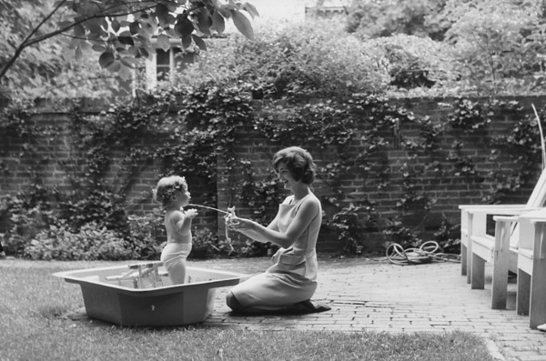 Caroline Kennedy and Jacqueline Kennedy at Georgetown1959 © 2000 Mark Shaw - Image 4027_0086