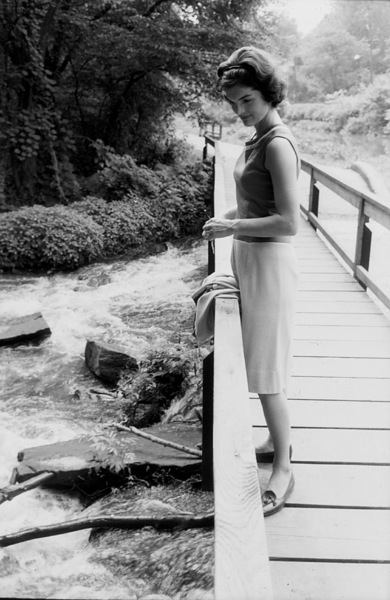 Jacqueline Kennedy at Georgetown 1959 © 2000 Mark Shaw - Image 4027_0092
