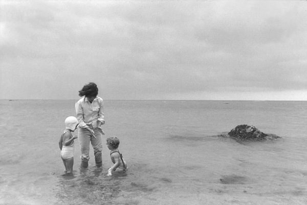 Jacqueline Kennedy and Caroline Kennedy at Hyannis Port 1959 © 2000 Mark Shaw - Image 4027_0096