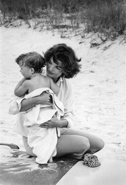 Jacqueline Kennedy and Caroline Kennedy at Hyannis Port 1959 © 2000 Mark Shaw - Image 4027_0098
