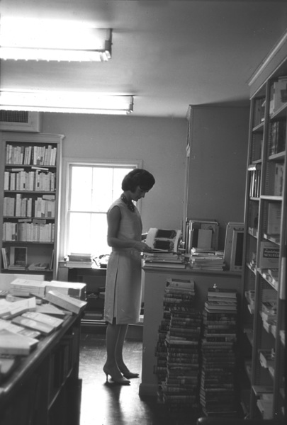 Jacqueline Kennedy at Georgetown1959 © 2000 Mark Shaw - Image 4027_0107