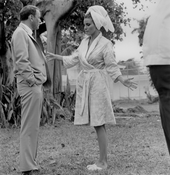 """""""The Lady in Cement""""Frank Sinatra, Raquel Welch1968 20TH - Image 4159_0003"""