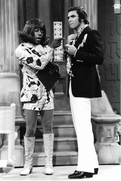 "4543-3 "" THE FLIP WILSON SHOW"" FLIP WILSON,BURT REYNOLDS CIRCA 1971 NBC © 1978 DAVID SUTTON / MPTV - Image 4543_3"