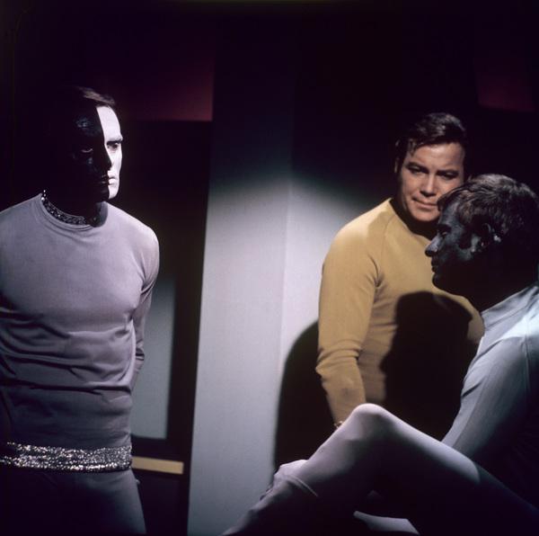 """Star Trek: The Original Series""(Episode: ""Let That Be Your Last Battlefield"")Frank Gorshin, William Shatner, Lou AntonioAir date: January 10, 1969© 1978 Chester Maydole - Image 5088_0434"