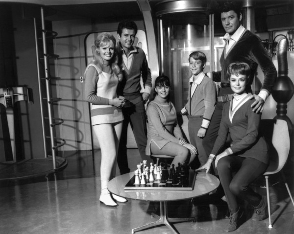 """""""Lost In Space"""" Marta Kristen, Mark Goddard, Angela Cartwright, Billy Mumy, Guy Williams, June Lockhart 1965 © 2009 Space Productions Photo By Bud Gray - Image 5095_0058"""