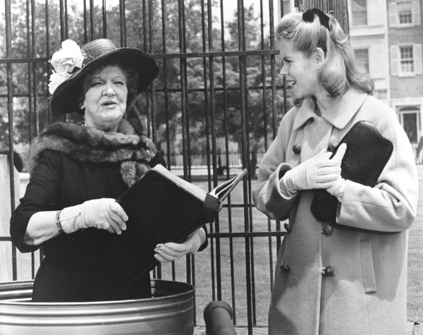 """Bewitched""Marion Lorne, Elizabeth Montgomeryc. 1967 ABC**I.V. - Image 5406_0069"
