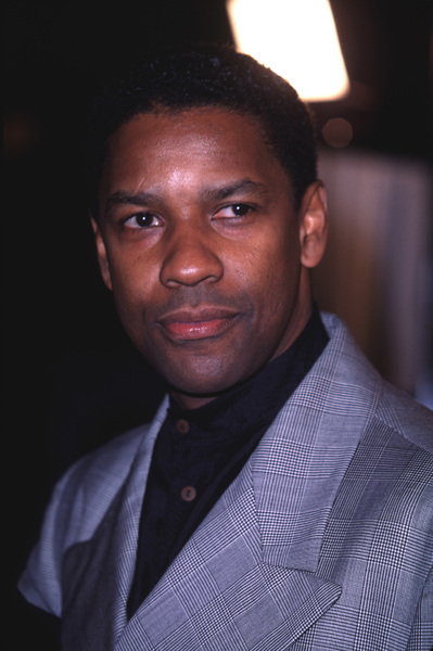 "Denzel Washington at thePremiere of ""The Hurricane,""12/14/99. © 1999 Glenn Weiner - Image 5446_0007"