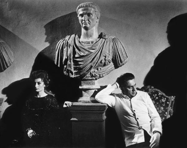 """La Dolce Vita""Anouk Aimee, director Federico Fellini1960** I.V. - Image 5754_0029"
