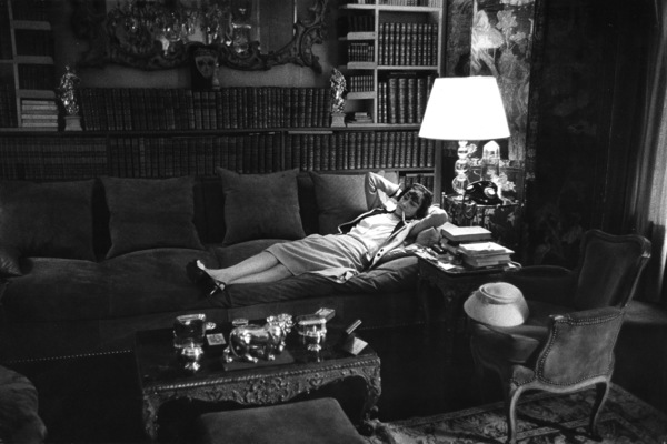 Coco Chanel in her Paris apartment over her fashion house on Rue Cambon1957 © 2000 Mark Shaw - Image 5970_0010