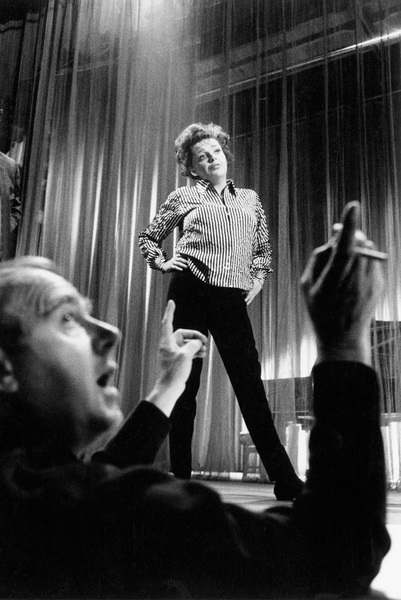 """""""I Could Go on Singing""""Director Ronald Neame, Judy Garland1962 United Artists © 1978 Bob Willoughby - Image 7191_0001"""