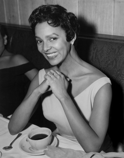 Dorothy Dandridge at dinner circa 1955 ** I.V. - Image 7250_0063