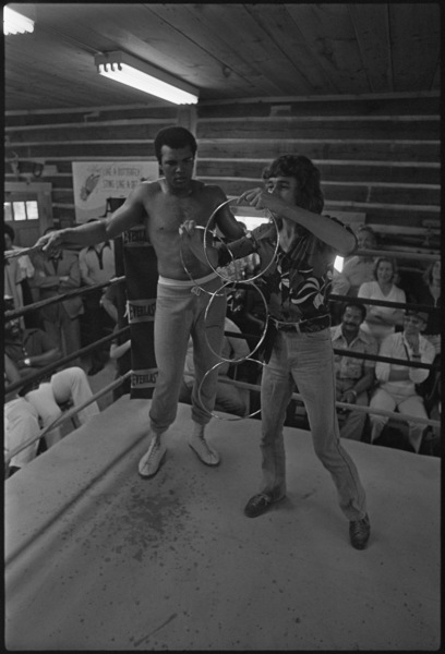 Stage magician Doug Henning involves Muhammad Ali in his performance1974© 1978 Peter Angelo Simon - Image 7683_0522