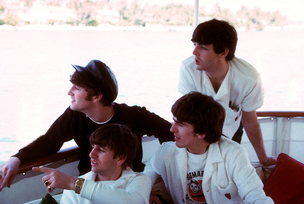 The Beatles, (John Lennon, Ringo Starr, George Harrison, Paul McCartney) on a boat looking overboard,1964 © 1978 Gunther / MPTV - Image 7685_0035