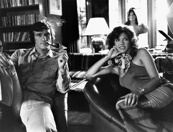 Barbi Benton and Hugh M. Hefner at home in the Playboy mansion1975 © 1978 Gunther - Image 7710_0017