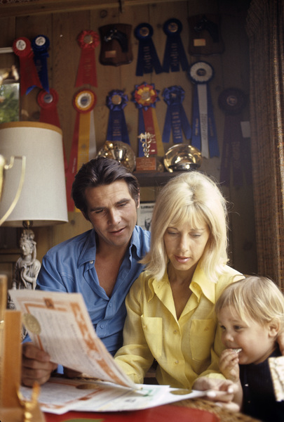 James Brolin at home with wife Jane Cameron Agee and son Josh Brolin1970 © 1978 Gunther - Image 7729_0005
