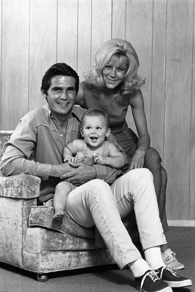James Brolin with wife Jane Cameron Agee and son Josh Brolincirca 1970 © 1978 Gene Trindl - Image 7729_0032