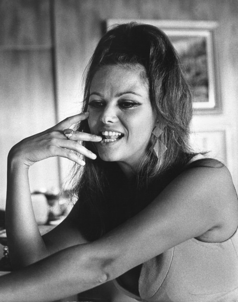 Claudia Cardinale at home1966 © 1978 David Sutton - Image 7921_0060