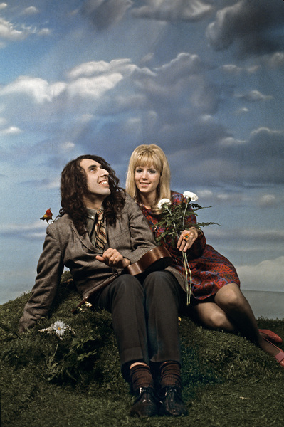 "Tiny Tim with Vicki Budinger at the photo shoot for his album ""God Bless Tiny Tim""1968 © 1978 Ed Thrasher - Image 7943_0021"
