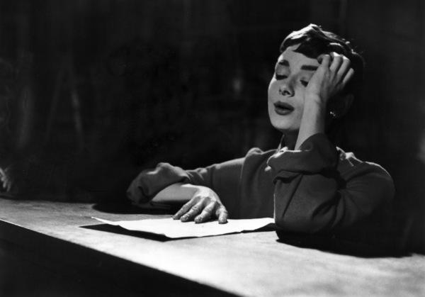 "Audrey Hepburn behind the scenes of ""Sabrina""1953© 2000 Mark Shaw - Image 8124_0034"