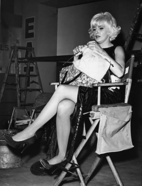 """The Stripper""Joanne Woodward knitting on the set1962 - Image 8269_0021"