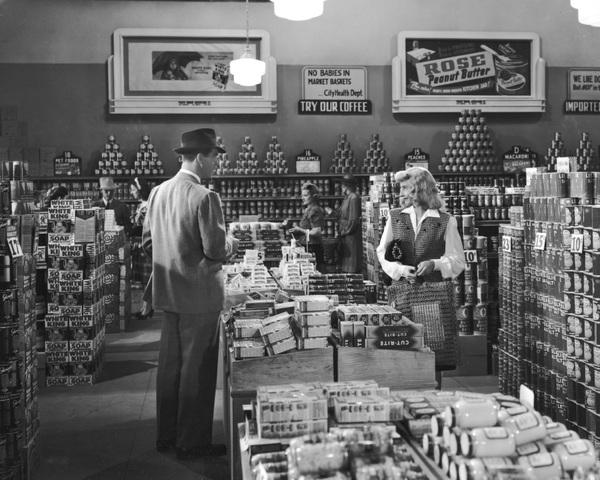 """Double Indemnity""Barbara Stanwyck & Fred MacMurray1944 Paramount**I.V. - Image 8294_0038"