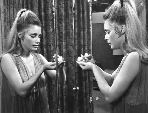 """Valley of the Dolls""Sharon Tate1967 Twentieth Century Fox**I.V. - Image 8489_0018"