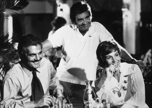 """Tamarind Seed, The""Omar Sharif, Director Blake Edwards,and Julie Andrews.1974 / Lorimar © 1978 John Jay - Image 9174_0005"