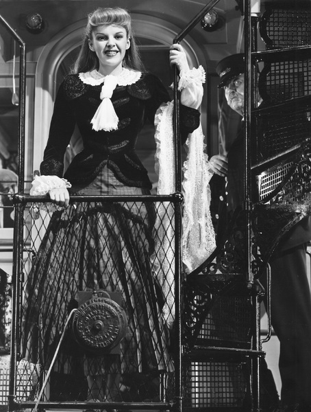 """Judy Garland singing the Trolley Song in """"Meet Me in St. Louis""""1944 MGM** I.V. - Image 9287_0024"""