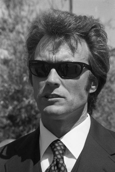"""Dirty Harry"" Clint Eastwood 1971 Warner Brothers ** I.V.  - Image 9444_0028"