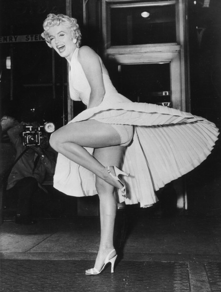 """Seven Year Itch, The""Marilyn Monroe during filming 1954 - Image 9554_0039"