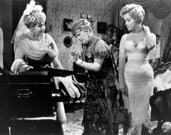 """""""Prince And The Showgirl, The""""Marilyn Monroe, Sybil Thorndike1957 / Warner**R.C. - Image 9555_0021"""
