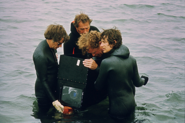 """""""Jaws""""Director Steven Spielberg and crew1975 Universal Pictures - Image 9575_0060"""