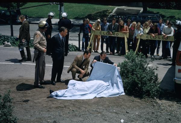 """DAN AUGUST""BURT REYNOLDS & NORMAN FELL1970 ABC © 1978 MARV NEWTON / MPTV - Image 9758_3"